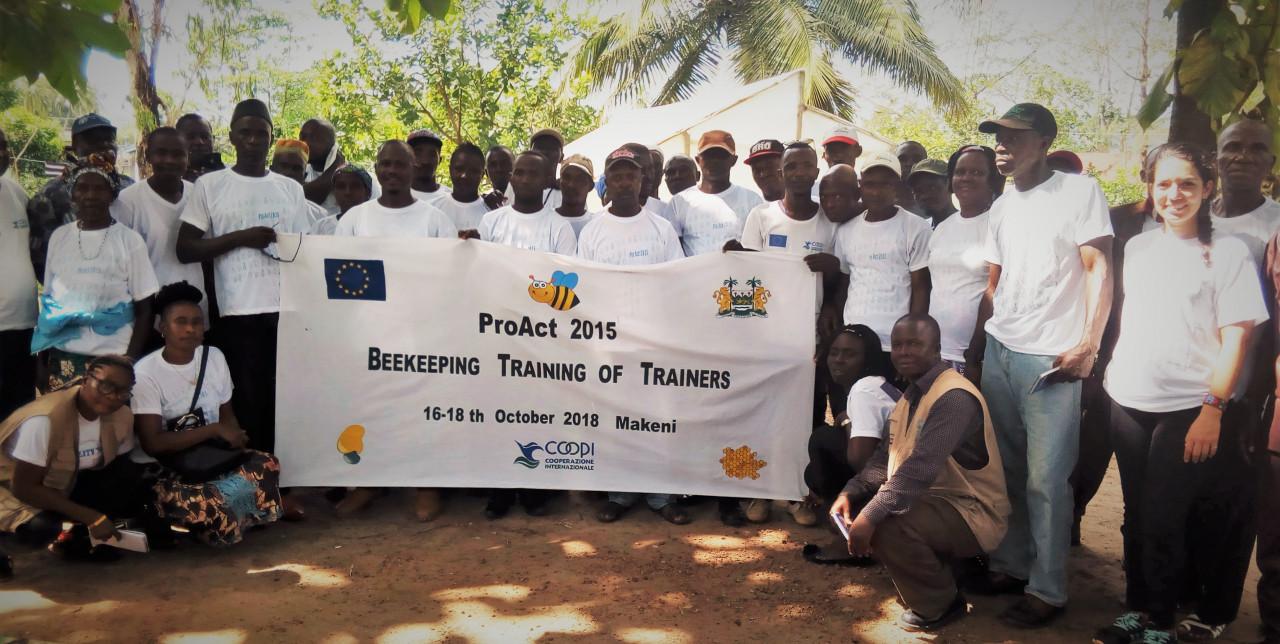 Sierra Leone: apicoltori e coltivatori di anacardi