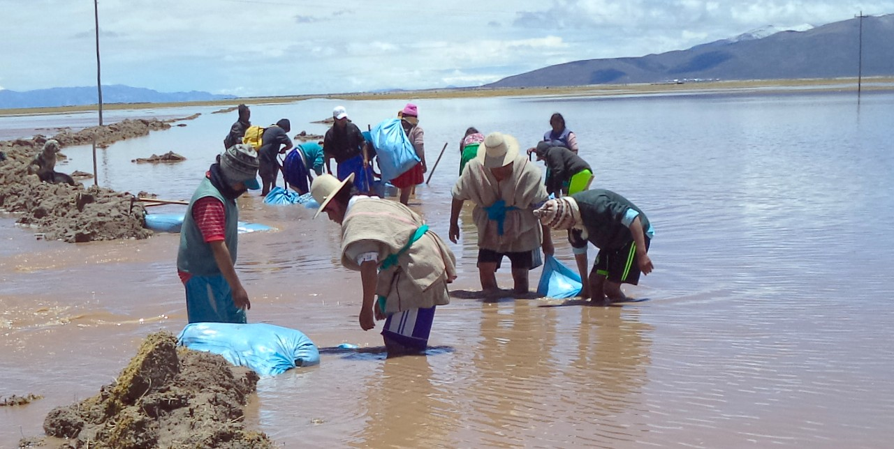 Bolivia: ancestral techniques and jute bags to tackle flooding