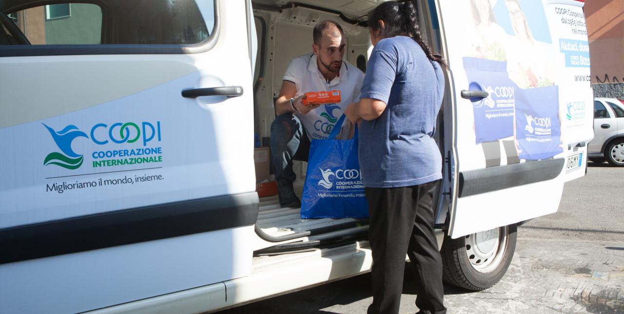 Portiamo cibo alle famiglie in difficoltà anche in Italia