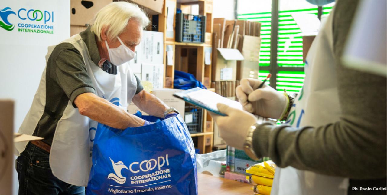Italia: continua la nostra distribuzione di cibo durante l'emergenza COVID
